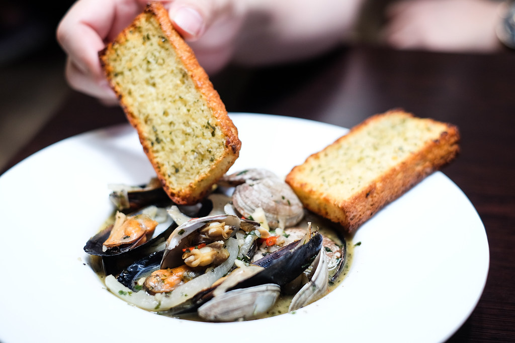 Gills N Shells: Clams & Mussels