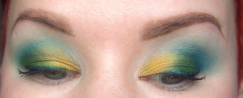 värikäs meikki inglot