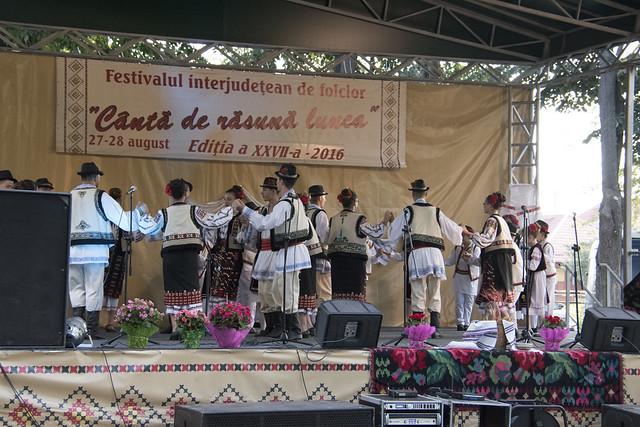 """ANSAMBLUL FOCLORIC """"COLINDĂTORII"""", Galați - La Festivalul Folcloric """"Canta de Rasuna Lunca"""" - Tecuci - ziua 1 - 27 august 2016"""