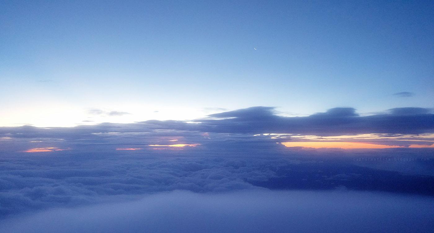 富士山頂清晨的雲海