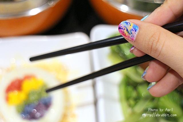 台北美甲|台北中山區 喬米時尚美學(喬米一店),七月的手部美甲來囉!這次是暈染的繽紛顏色,超適合夏天!_兔兔的美甲日記