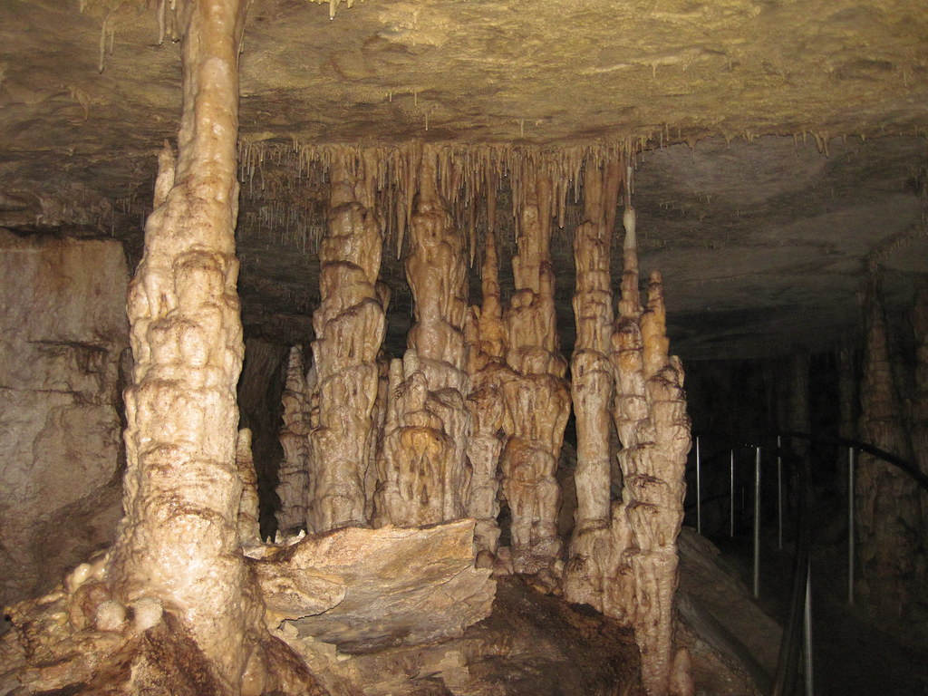 Travertine flowstone-covered columns in Great Onyx Cave (Flint Ridge, Mammoth Cave National Park, Kentucky, USA) 4