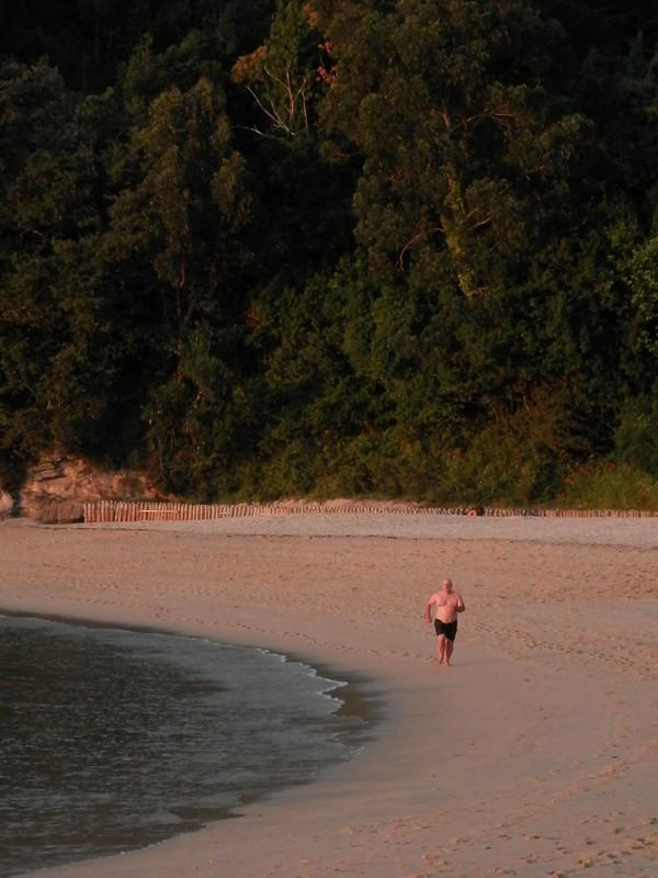 Por Portonovo, playa despejada