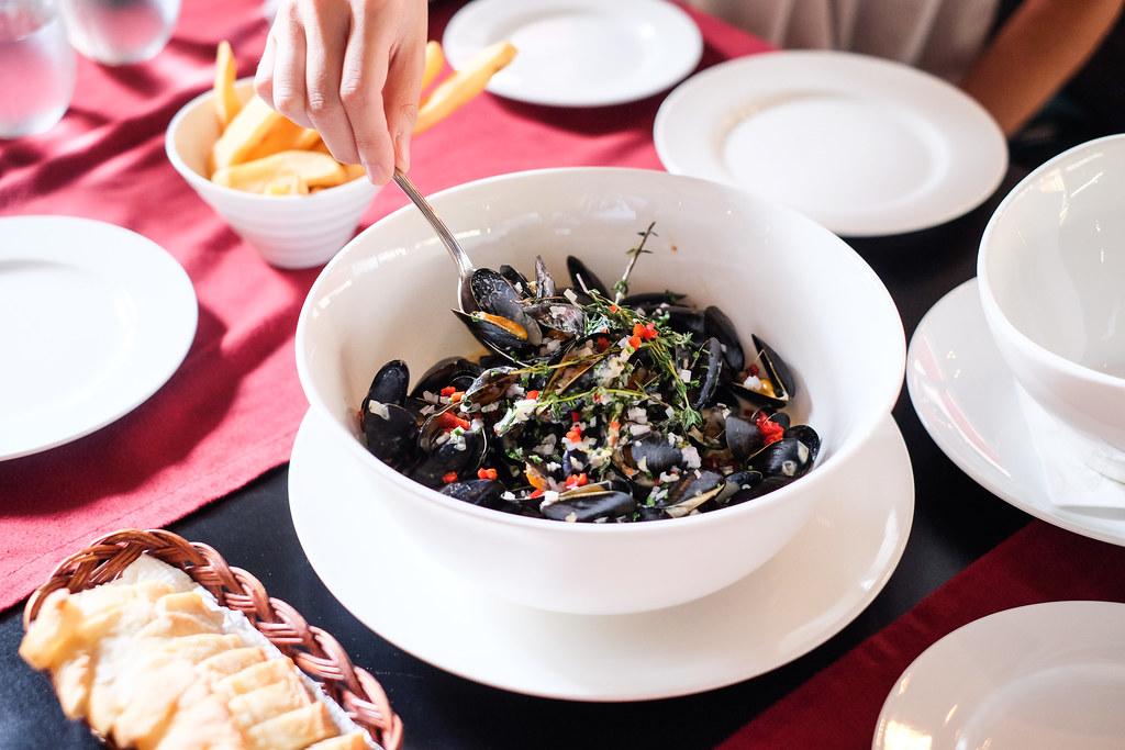 Wine Universe's Poulette Bouchot Mussels