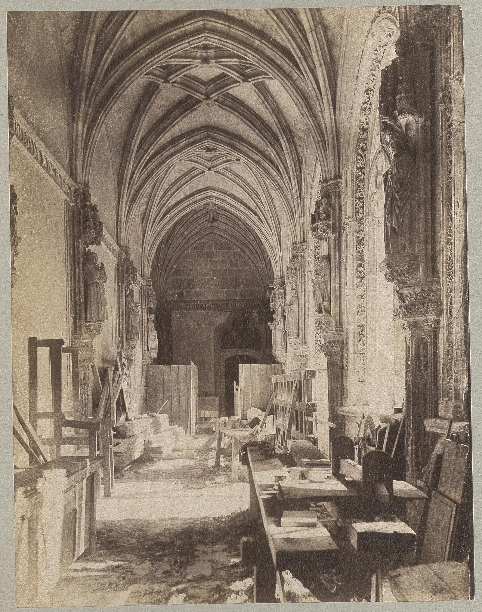 Claustro en restauración de San Juan de los Reyes en 1886 © Archives départementales de l'Aude