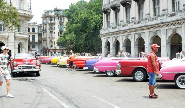 habana-row-classic-cars
