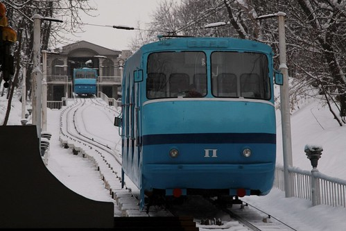 'П' (right) car heads back up the hill