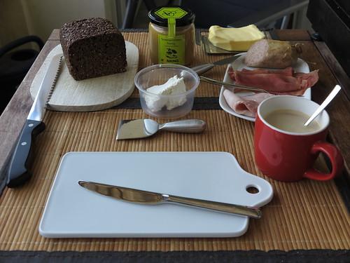 Entspanntes Frühstück nach Marktbesuch an einem gleitfreien Tag