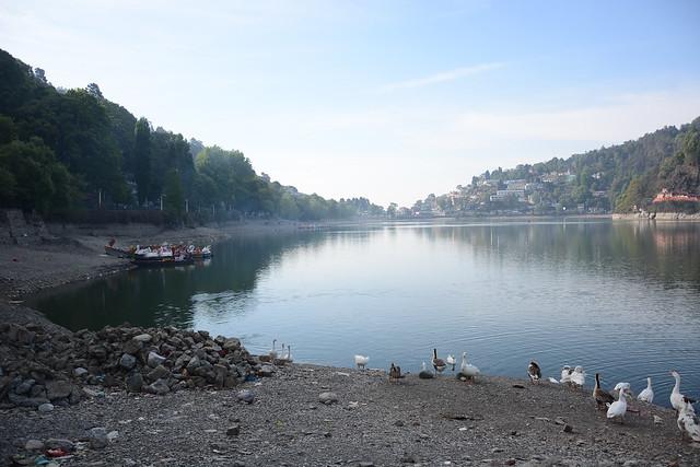 गर्मी के मौसम में सूखी नैनीताल झील