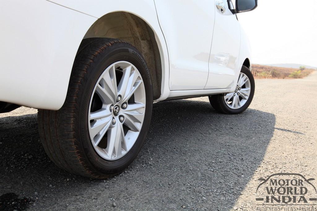 Toyota-Innova-Crysta-Side (3)