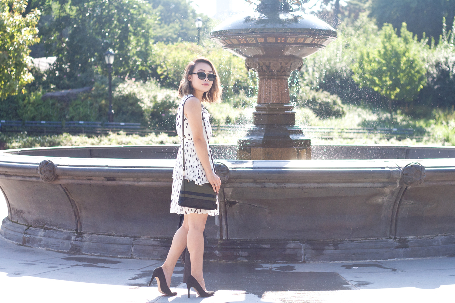 02nyc-centralpark-fountain-dots-dress-travel-fashion-style