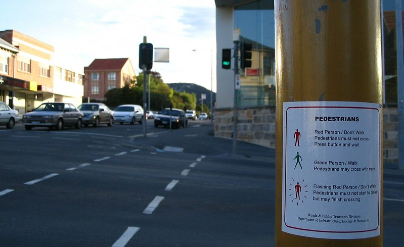 Pedestrian crossing in Hobart, October 2006