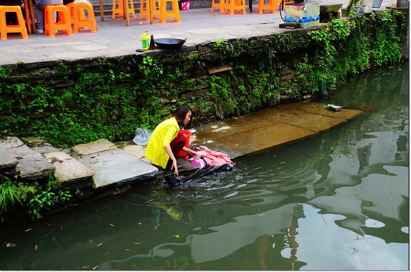 李坑河邊洗衣婦