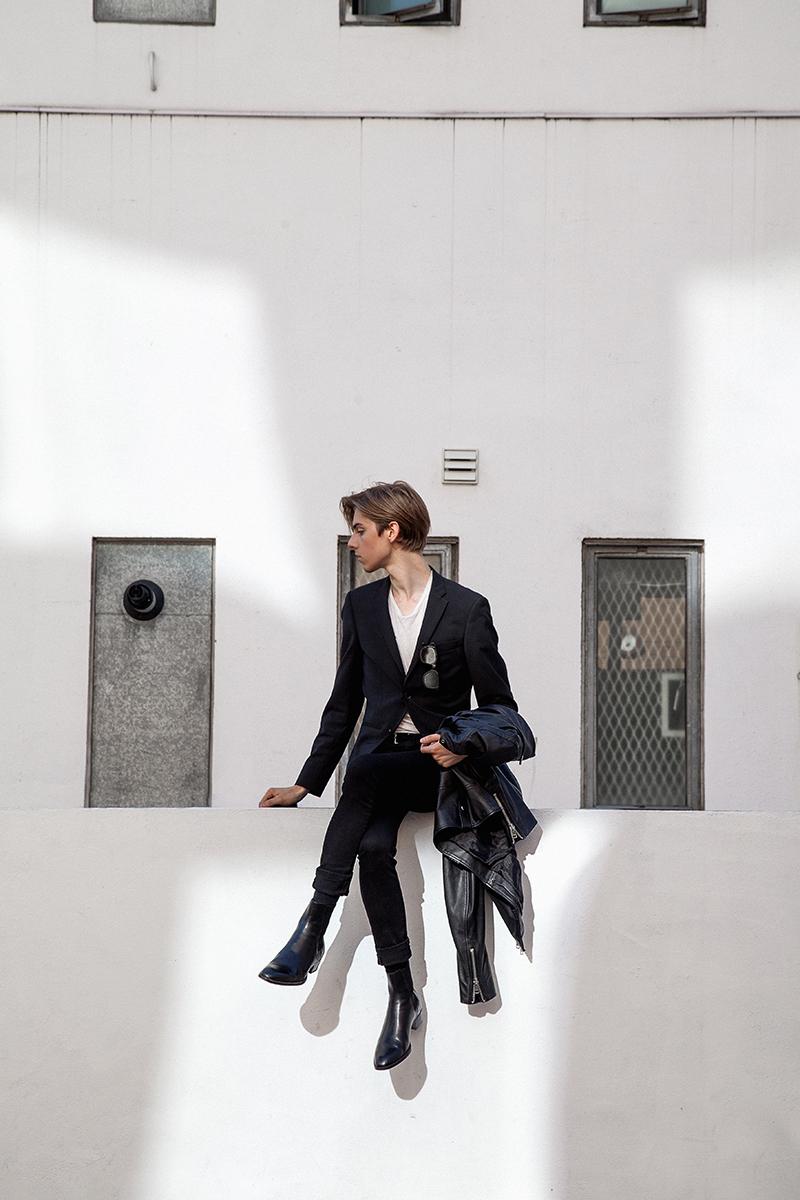 MikkoPuttonen_FashionBlogger_London_wearing_SaintLaurent_40MM_Wyatt_LeatherChelseaBoots_Diesel_Biker_jacket_Riverisland_skinnyJeans_Turo_allsaints_Blackandwhite5_web