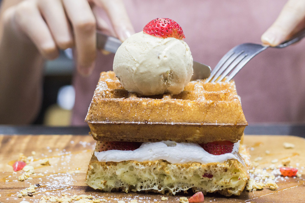 Serangoon Gardens Cafes: Oblong Strawberry Shortcake