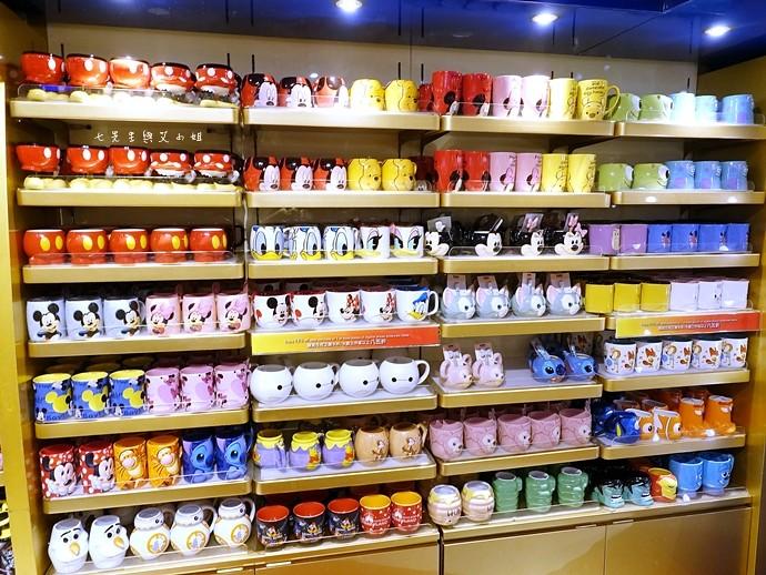 33 香港機場 迪士尼奇妙店 買達菲熊免進迪士尼樂園