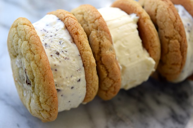 Homemade Ice Cream Sandwiches | www.rachelphipps.com @rachelphipps