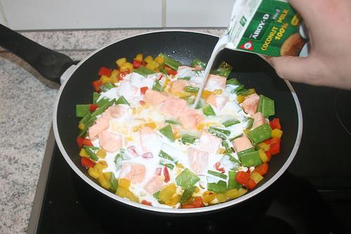 35 - Mit Kokosmilch ablöschen / Deglaze with coconut milk