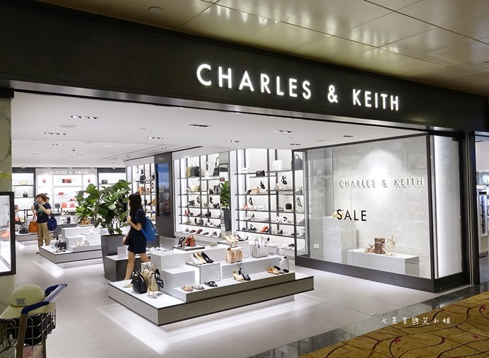 2 新加坡必買平價精品 Charles & Keith 小CK