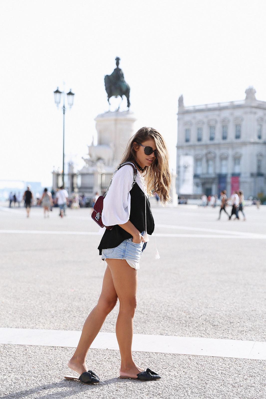 Jessie Chanes Seams for a desire Lisboa Parfois Black Lace Top-3