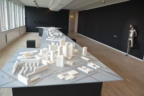 Next:Utopia – Dušica Dražić New City, samt skulptur av Maria Miesenberger