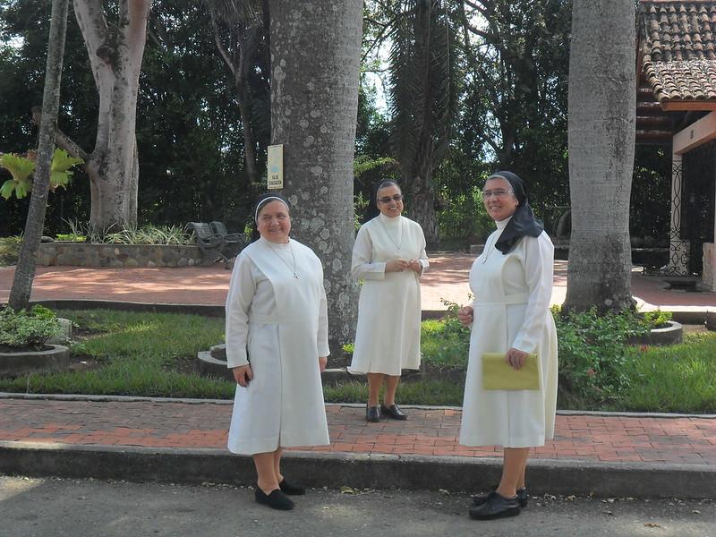 Visita Canónica del Gob. Gen. a Manizales - 1