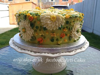 Butter cream daisies cake | by artycakes