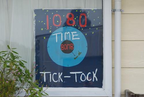 anti-1080 sign in a Kumara window