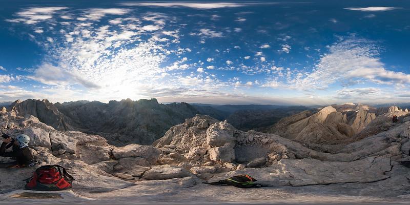 Desde la cima del Picu Urriellu