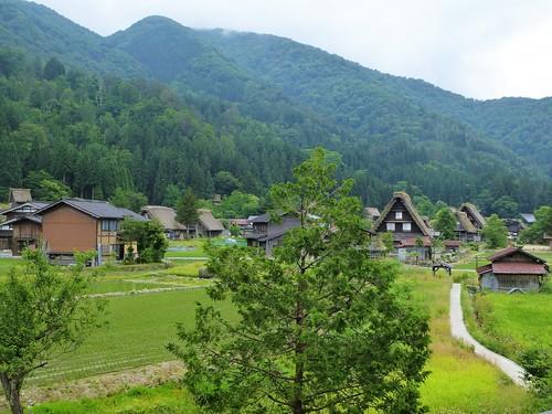 jp16-Shirakawa-go-montagne (1)