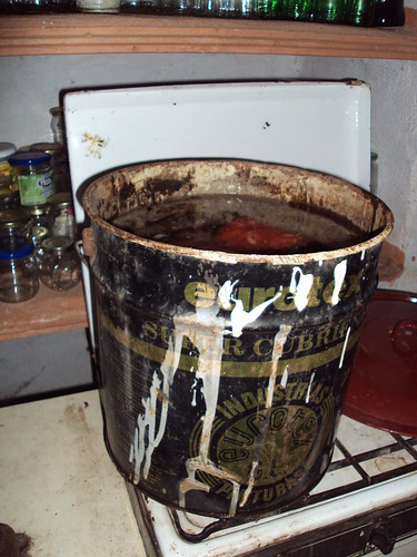 Reciclaje de bote de pintura de metal
