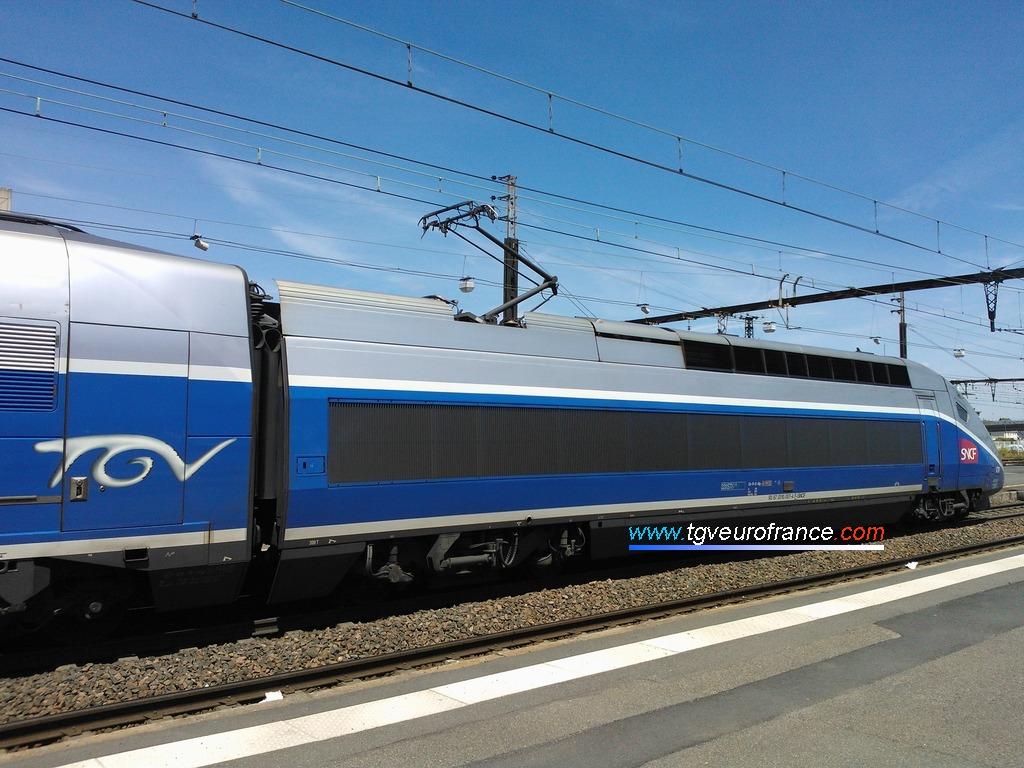 La rame TGV Euroduplex 4704 Alstom Transport de SNCF Voyages quittant la gare corpopétrussienne