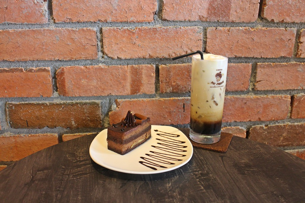 Doi Chaang Caffe around Taman Sutera: cakes & Thai roasted coffee