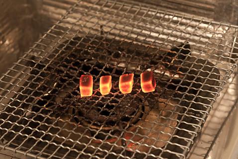 真っ赤に燃えた炭