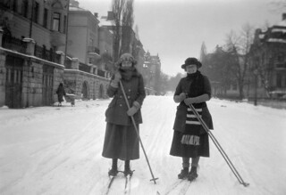 Skiing tour in Villagatan street in Stockholm, Uppland, Sweden | by Swedish National Heritage Board