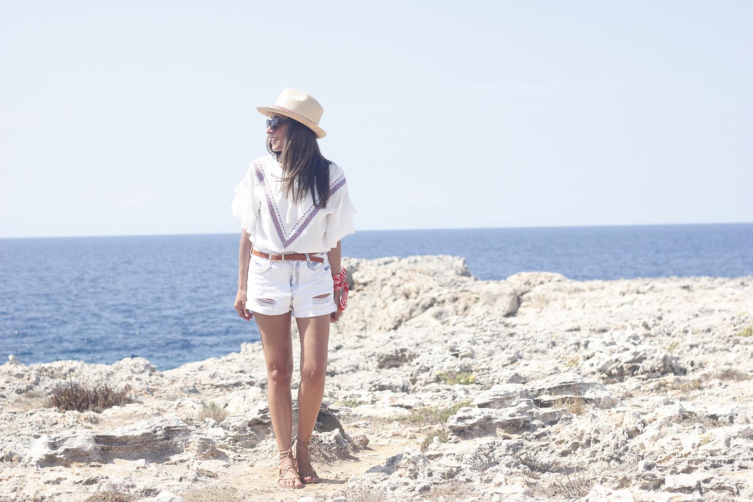 White Summer look bandana beach outfit02