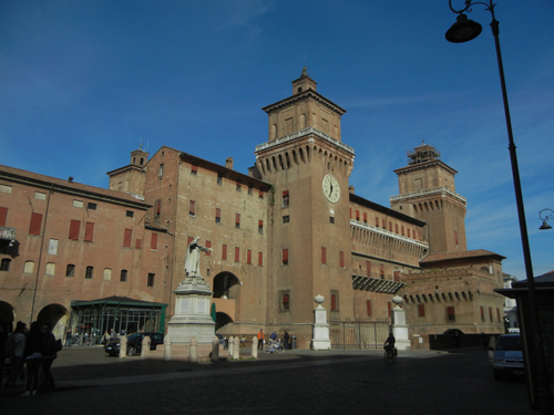 DSCN3756 _ Statue of Girolamo Savonarola, Castello Estense, Ferrara, 17 October