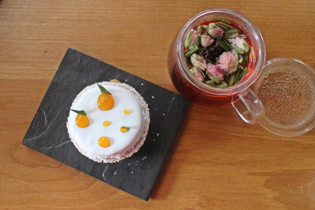 LeQua Café around Taman Sutera: cake and floral tea
