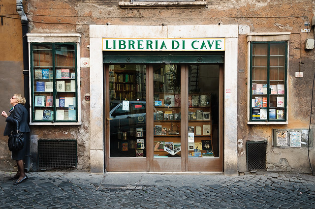 Vieille librairie dans les rues de Rome