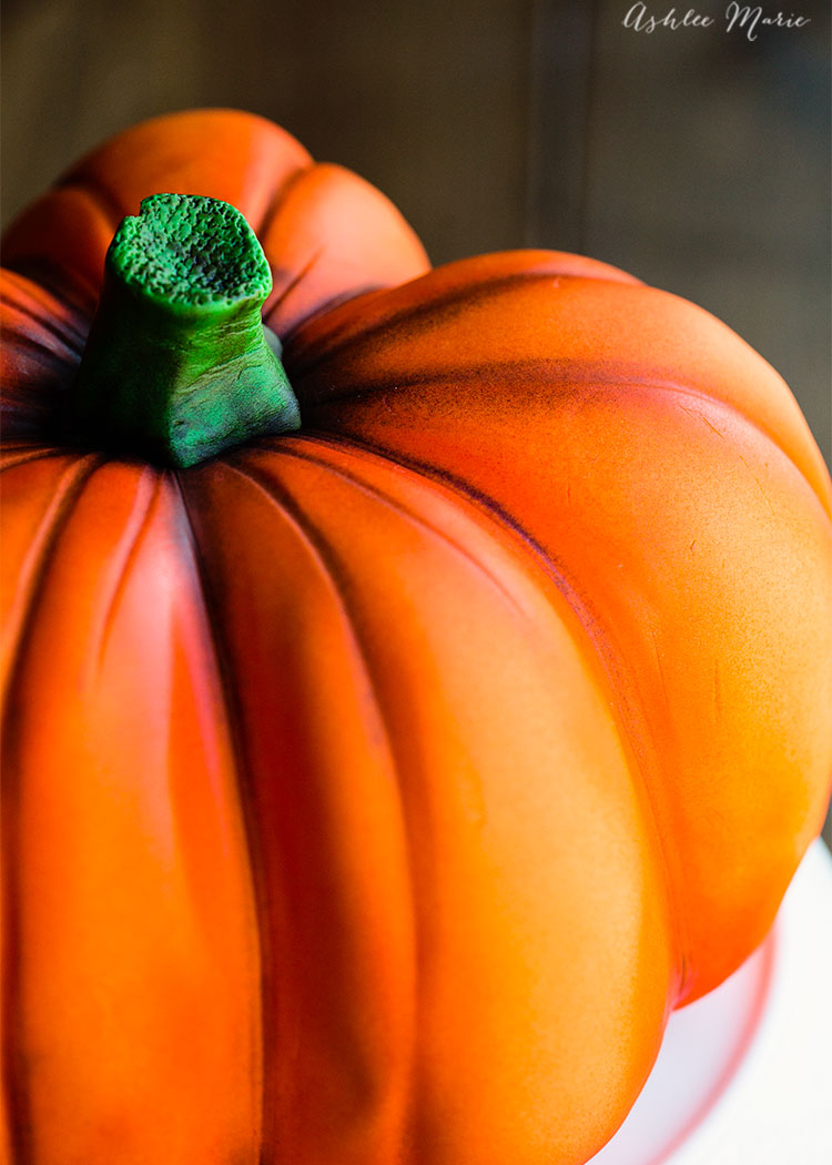 make your own carved pumpkin cake with this video tutorial - perfect for fall