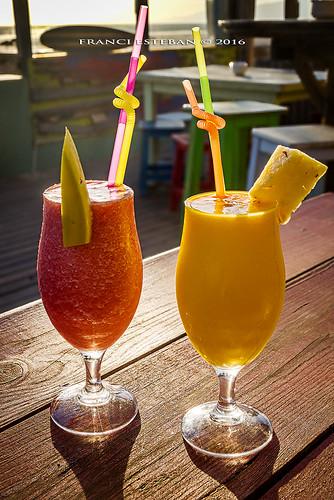 Zumo de fresa platano y mango pi a papagayo bar - Como hacer zumo de fresa ...