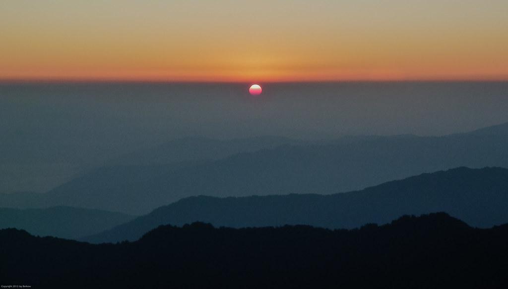 Sandakphu Sunrise, Indian Himalaya-2.jpg