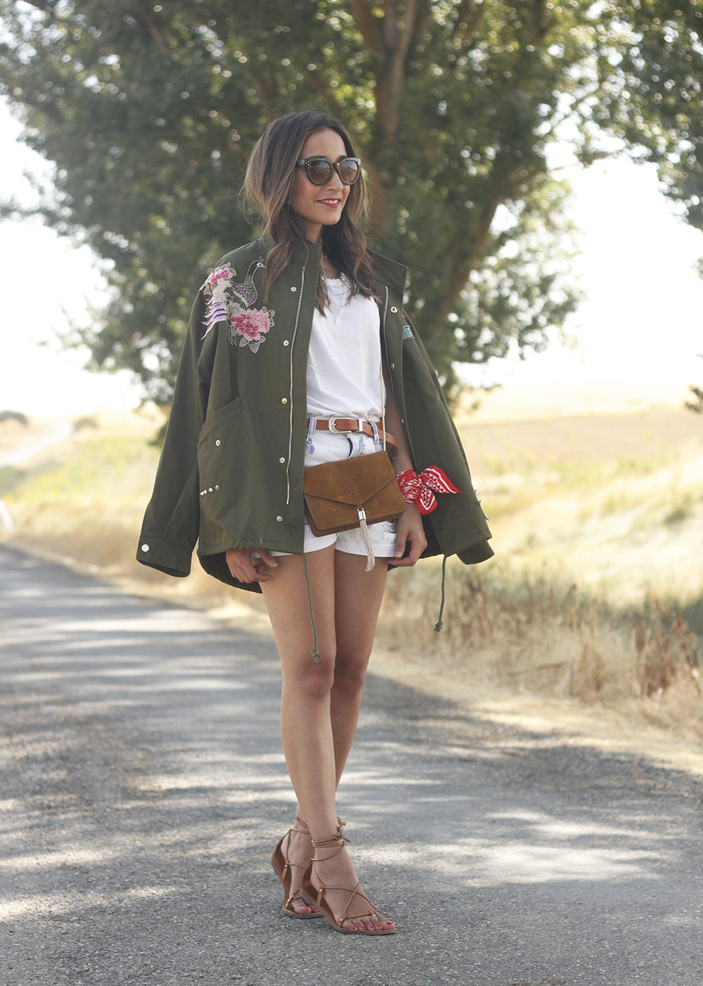 embroidered parka flat sandals massimo dutti white shorts summer outfit01