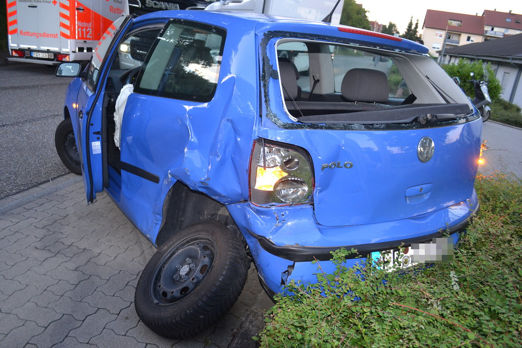 Eutingen: Betrunkener GLS-Fahrer verursacht Unfall - 07.08.2016