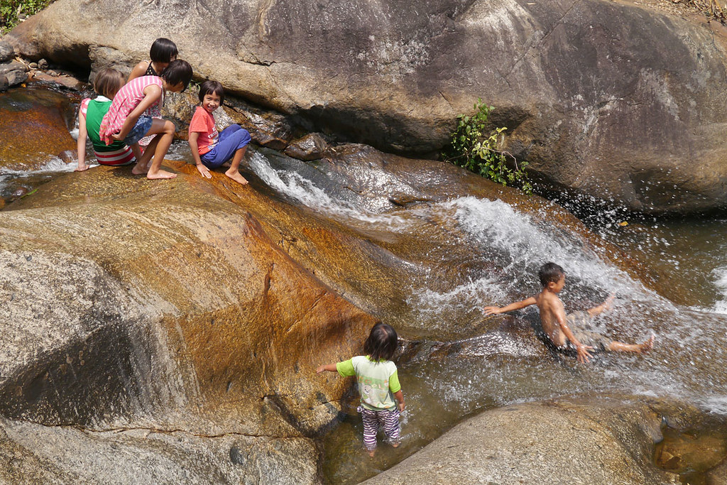 Kids playing at Mo Paeng waterfall
