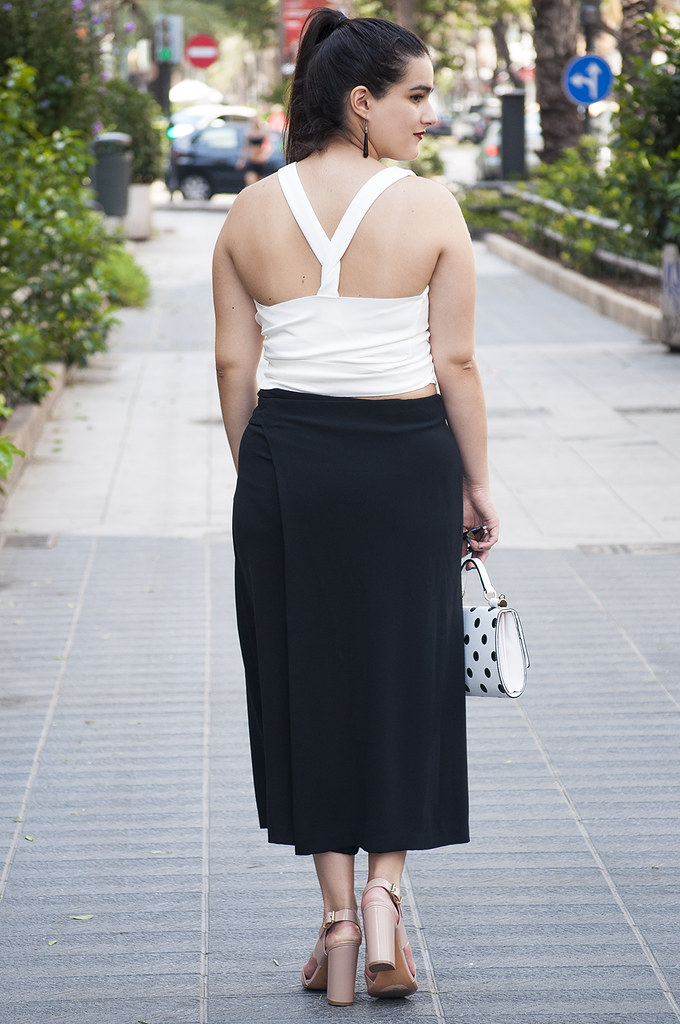 valencia spain fashion blogger somethingfashion, zara long skirt black, zig zag top multipossition, minimal fashion trends