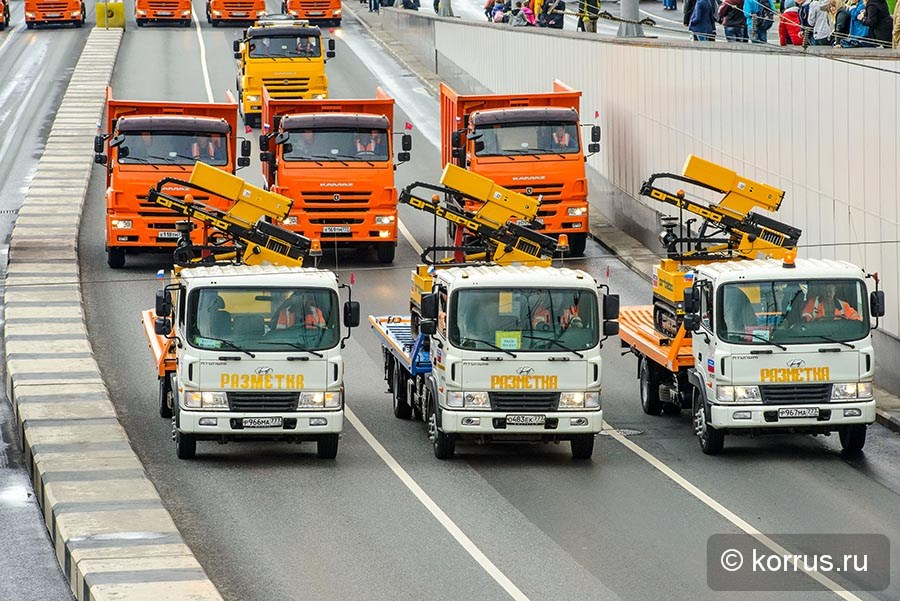Московский парад спецтехники в день города
