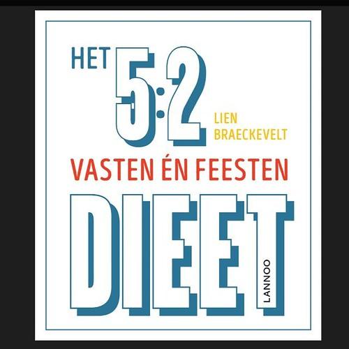 Wat. Een. Ongelooflijk. Mooi. Boek. #trots #blijmee #drukproef #tisvoorechtnu #aftellennaar11oktober #52dieetboek #vastenenfeesten Bedankt @kant13!
