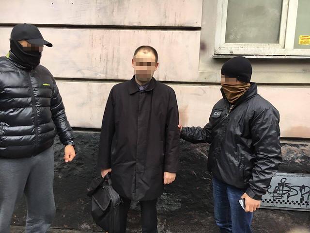 СБУ затримала на хабарі працівника однієї з місцевих прокуратур Львівщини