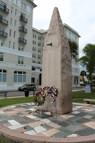 Charleston - White Point Garden: USS Hobson Memorial